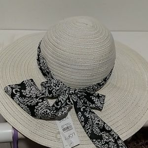 🦃Loft straw hat with black and white ribbon